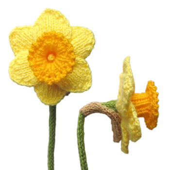 Knitted Daffodil Brooch Pattern : ODDknit - Free Knitting Patterns - Daffodils